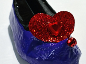 Heart detail view on elf shoe business card holder